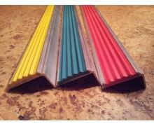 Алюминиевый угол-порог цветной (42мм/23мм).